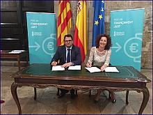 Fanny Serrano, firmó junto al Alcalde de Dolores