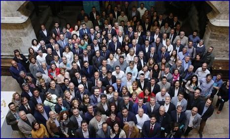 Foto de familia de los asistentes con el Presidente de la Generalitat Ximo Puig