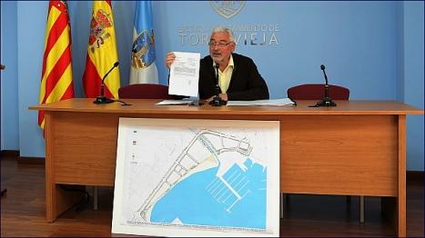 José Manuel Dolón, da cuenta de la decisión en Rueda de Prensa (Foto: J. Carrión)