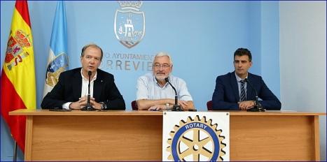 Izda. a Dcha.: Julio Ballester, Presidente dle Club Rotary; José manuel Dolón, Alcalde y  (Foto: J. Carrión)