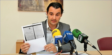 Eduardo Dolón, ayer ante la prensa (Foto: J. Carrión)