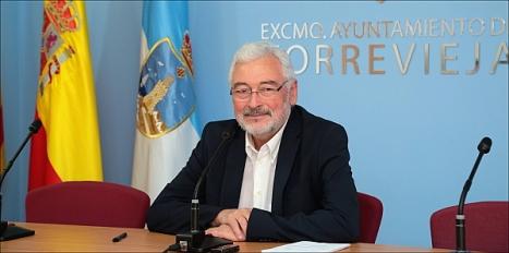 El alcalde, José Manuel Dolón, en rueda de prensa (J. Carrión)