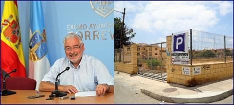 El alcalde en la rueda de prensa de ayer y el solar en cuestión (Fotos de Joaquín Carrión)