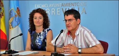 La concejal de Medio Ambiente, Fanny Serrano y el biólogo Municipal J. Antonio Pujol, en rueda de prensa el pasado viernes (Foto: J. Carrión)