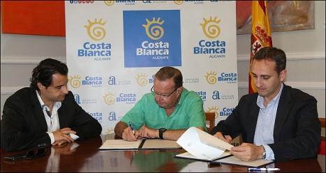 Germán Soler, Pte. de RCNT, en el centro, con Eduardo Dolón, y César Sánchez, Vice-Pte y Presidente. de la Diputación, respectivamente-