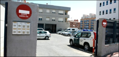 Entrada principal al Cuartel de la Guardia Civil en Torrevieja (Archivo)