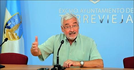 El alcalde, José Manuel Dolón, ayer en rueda de prensa (Foto: J. Carrión)