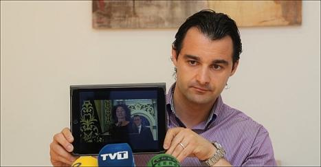 Dolón exhibió el vídeo de Fanny Serrano en el Pregón prometiendo apoyo a la JMC (Fto: J. Carrión)