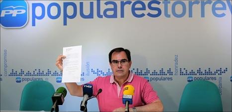 Joaquín Albaladejo en ruda de prensa ayer (Foto: J. Carrión)