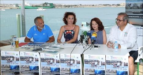 Fanny Serrano, con los representantes de las Marinas de Torrevieja