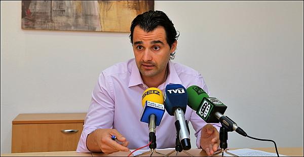 Eduardo Dolón, en rueda de prensa, ayer (Foto: J. Carrión)