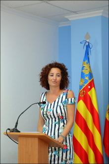 Fanny Serrano, portavoz de la JGL, dando cuenta de los acuerdos adoptados (Foto: J. Carrión)