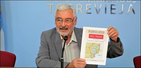 El alcalde, José Manuel Dolón (LV), ayer en rueda de prensa (Foto: J. Carrión)