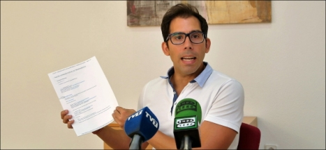 Luis María Pizana, ayer en rueda de prensa (Foto: J. Carr¡rión)
