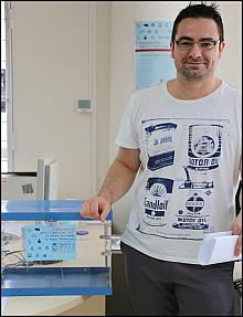 Víctor Ferrández, con la urna del Ayuntamiento