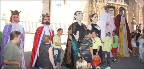 12-09-16-visita-asilo-misa-difuntos-cabezudos-y-concierto-103