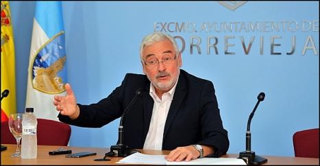 José Manuel Dolón, alcalde de Torrevieja, en la rueda de prensa de esta mañana