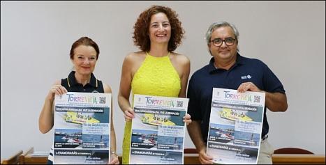 La cocnejal de turismo, Fanny Serrano, entre Trinidad Pujante (CNMI) y Carlos Torrado (RCNT)
