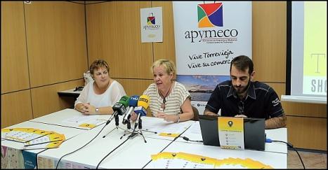 Caridad Salmerón, entre Marida y Alfonso Murua, ayer en la rueda de prensas (Foto: J. Carrión)