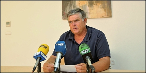 Eduardo Gil -PP-, yer en rueda de prensa (Foto: J. Carrión)