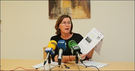 Agustina Esteve -PP-, ayer en rueda de prensa (Foto: J. Carrión)