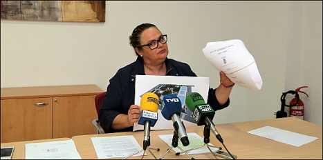 Carmen Gómez  - PP- ayer en rueda de prensa (Foto: J. Carrión)
