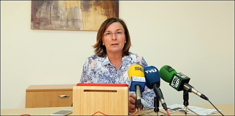 Agustina Esteve (PP), en rueda de prensa ayer (Foto: J. Carrión)