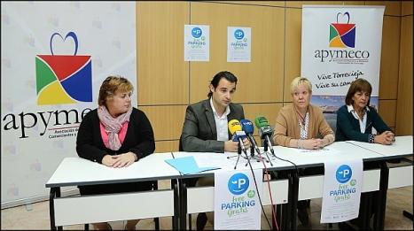 Eduardo Dolón. diputado de Turismo con la Junta directiva de Apymeco (Foto: J. Carrión)