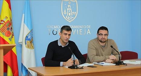 El gerente de Agamed, José Manuel Nadal y el concejal de Empleo, Víctor Ferrandez, ayer en rueda de prensa (Foto: J. Carrión)