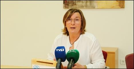 Agustina Esteve, ayer en rueda de prensa (Foto: J. Carrión)
