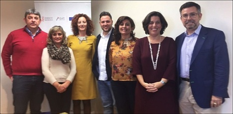 Foto, de izquierda a derecha: alcalde de Guardamar, concejala de Turismo de Rojales, Fanny Serrano, concejal de Rafal, concejala de Turismo de Pilar de la Horadada, Directora General de Turismo y alcalde de Rafa
