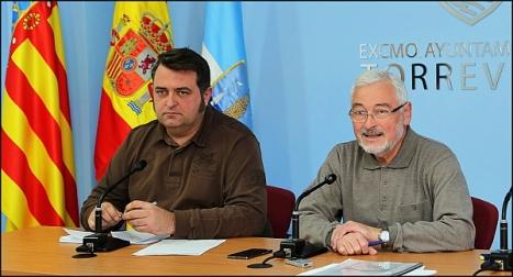 Dolón y Manzaneres dando cuenta del dispositivo especial por la Ola de Frio (Foto: J. Carrión)