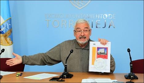 El Alcalde de Torrevieja,, José Manuel Dolón, ayer en la rueda de prensa (Foto: J. Carrión)