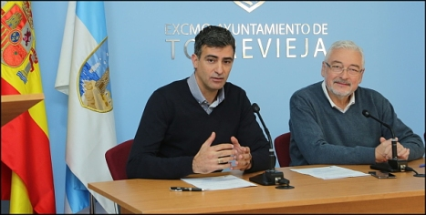 José Manuel Nadal de Agamed y el alcalde de Torrevieja en la firma del acuerdo (Foto: J. Carrión)
