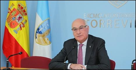 Domingo Soler, concejal de obras Públicas y Habaneras, ayer en rueda de Prensa (Foto: J. Carrión)