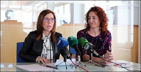 Ana, vicealcaldesa de Cartagena y Fanny Serrano, concejal de Turismo de Torrevieja (Foto: J. Carrión)