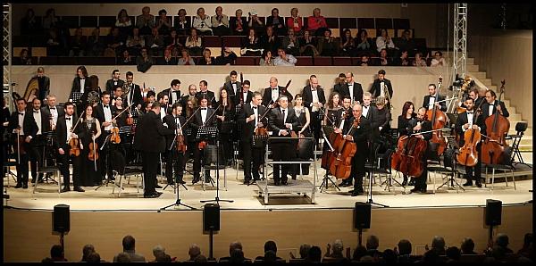 La Orquesta en su última actuación en el Auditorio de Torreiveja (Foto: J. Carrión)