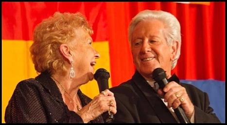 Mike y Joy Davis en una actuación